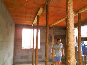 V auguste 2009 sme dokončili strop a pripravovali všetko nato, aby sme mohli robiť vrchnú deku.