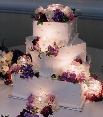 6.6.2009 Banská Bystrica - svadobná torta biela, podsvietená