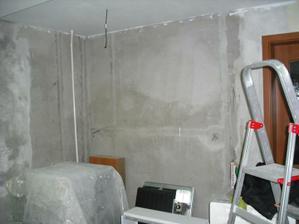 Na tuto stenu pojde tehlovy obklad, ta rurka sa zakryje so sadrokartonom, vzniknu dve niky