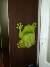 detská izba a žabka na skrini ako doplnok
