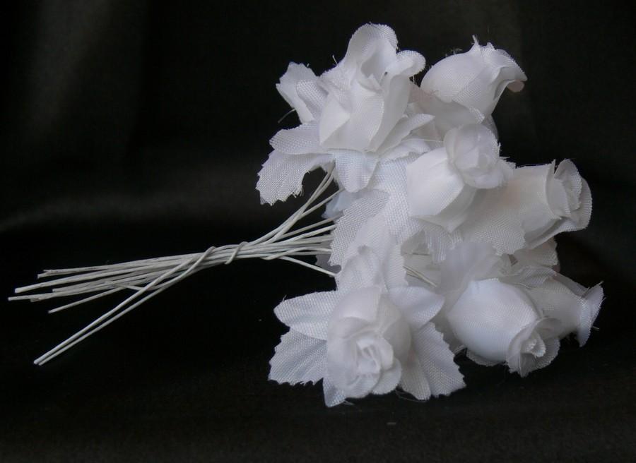 Biele ružičky na dekoráciu  - Obrázok č. 1