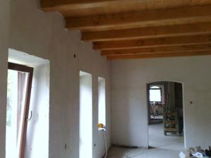 obývačka a v nej ako aj v celom dome mame drevene stropi