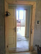 pohľad kúpeľňa-chodba-kuchyňa