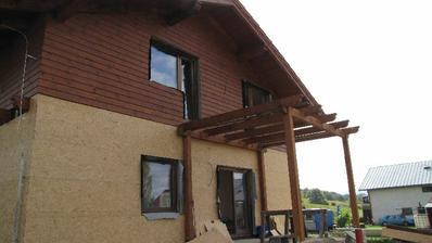 konštrukcia hornej terasy, ktorá zároveň zakryje dolné sedenie...
