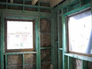 kuchynské okná..v rohu bude umývadlo...