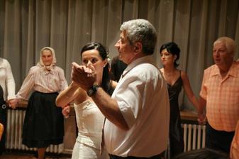 Venčekový tanec - zdal sa byť nekonečný :-).