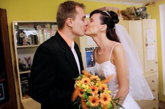 slzy a předmanželský polibek - ženich přijel a je nádherný