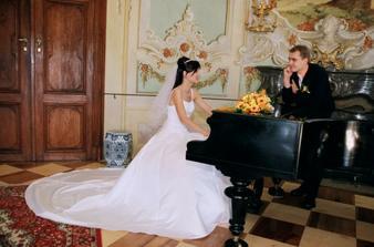 a zámek a klavír
