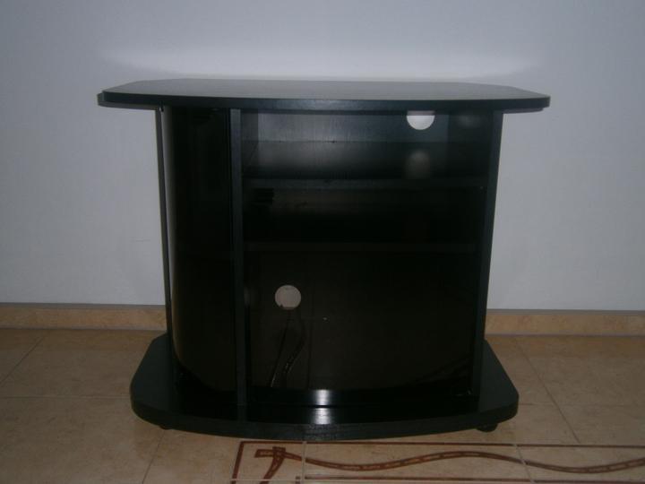 Dekorácie a vlastnoručné výtvory - ...predtým nepotrebný TV stolík