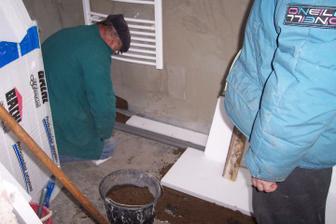 Radiatory funkční, tak zbývá příprava na vytápěnou podlahu