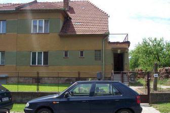 Náš dům ze předu...