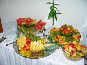 ovocný stol nesmie chýbať