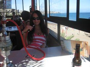 Poslední den - odpočinek u dýmku ve městě Playa del Inglés v čajovničce přímo u pláže.