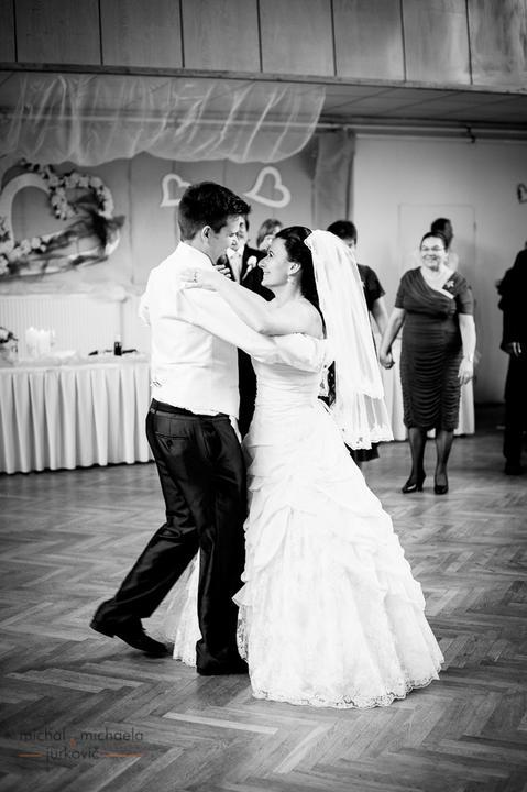 Lucka{{_AND_}}Andrej - prvý tanec - a zas sa smejeme