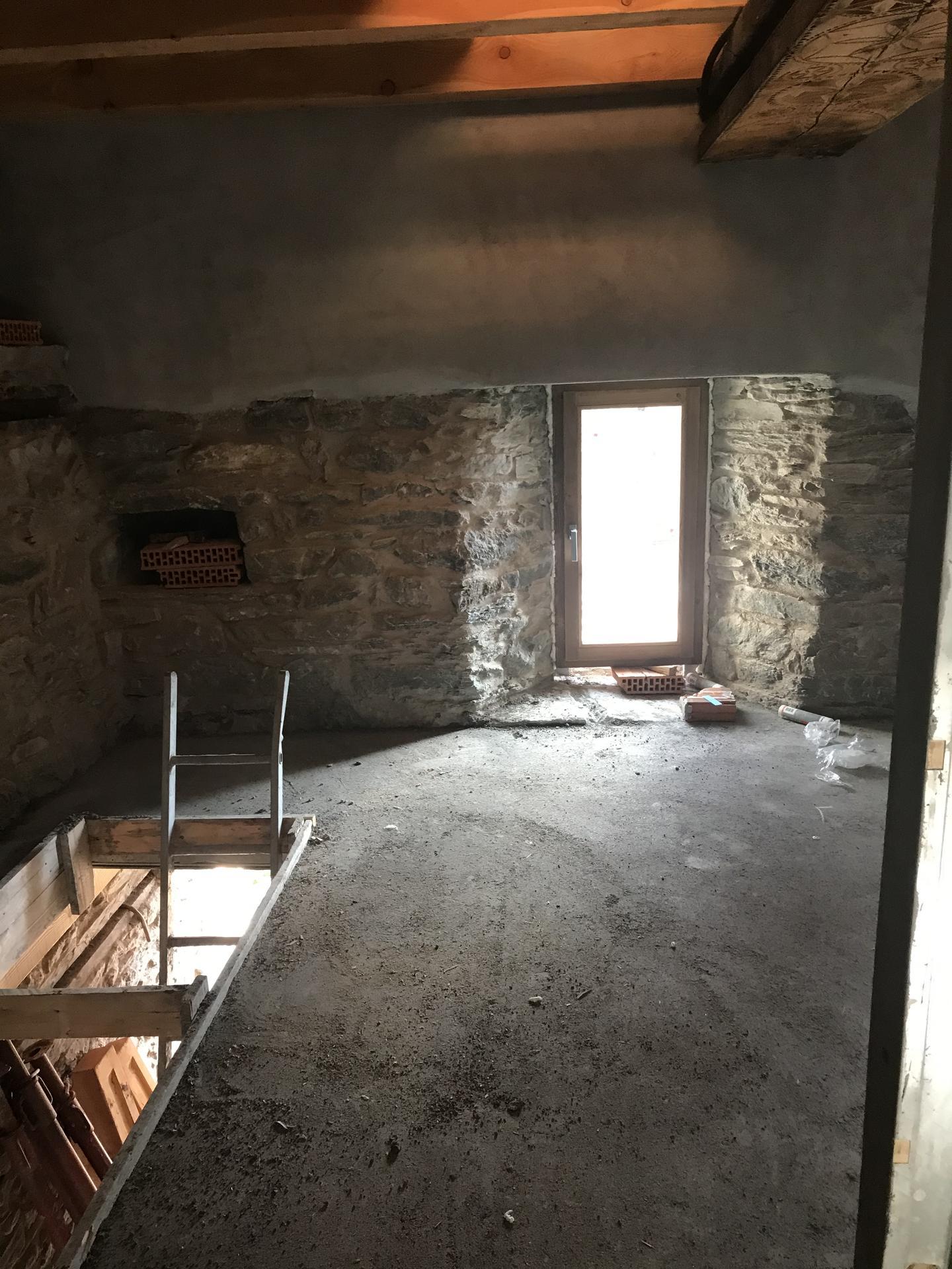 Horsky domcurik - Poschodie,vyklenky,cakame na schody