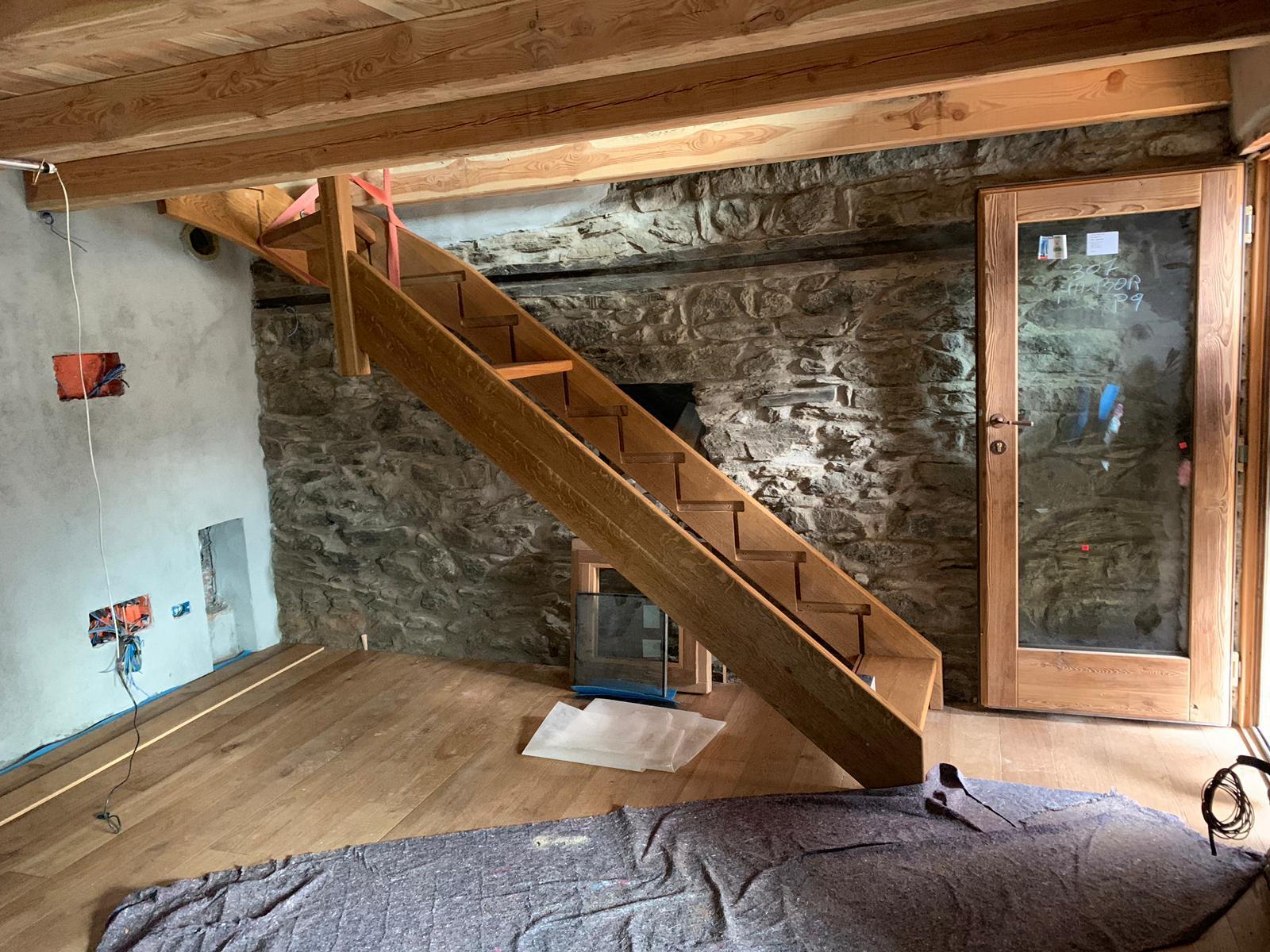 Horsky domcurik - Skusaju schody