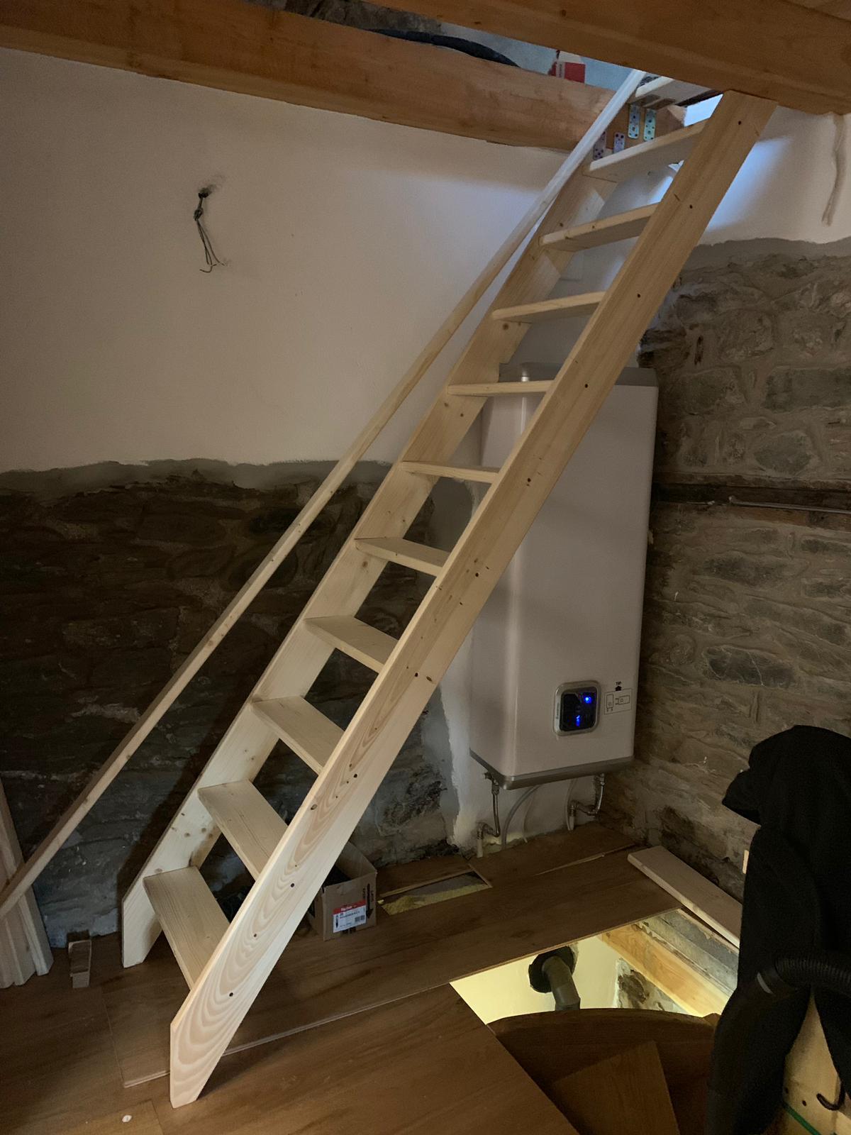 Horsky domcurik - Provizorne schody..€60..na nove musime setrit (€2.000:(