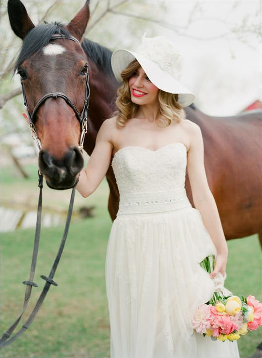 Princezná v klobúku - čo tak klobúčik :) svadobný :) ... úchvatná nevestička ...