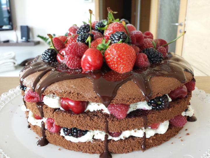 dort k 25 narozeninám Home made dorty   Opět k narozeninám a zaprášilo se po něm : D  dort k 25 narozeninám