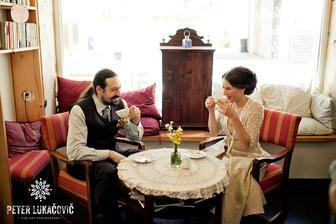 ako starí manželia :DD sediaci v pohodlných fotelkách pri kávičke :)