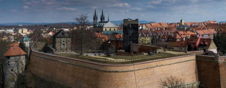 Inspirace, plány...i to co už máme  :-) - zde bude obřad....Chebský hrad
