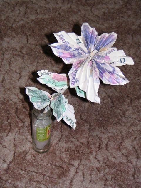 Originálně zabalené peníze jako dárek - květina
