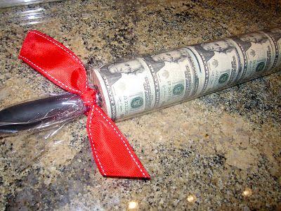 Originálně zabalené peníze jako dárek - váleček
