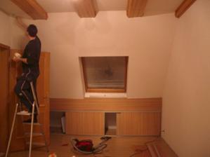První úpravy... spravit ďoury ve stropě