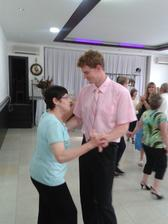 Tanec s mojou mamou:) ak sa to dalo tancom nazvat :D