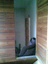 A komůrka už má nový vchod z obýváku.