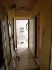 2.4.2012 - těsně před vypuknutím akce Rekonstrukce. Pohled od dveří na terasu směrem k budoucímu pokojíčku. Napravo původní vchod do kuchyně, nalevo do budoucího obýváku.