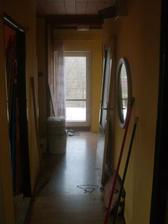 Pohled na druhou stranu - směrem ke dveřím na terasu.