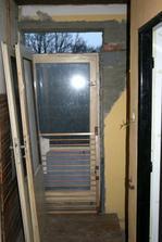 12.4.2012 - Zvětšen otvor pro dveře, aby se dalo procházet pohodlně.
