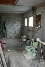 21.4.2012 - Otlučená omítka a vybouraná podlaha.