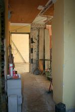 Pohled od balk. dveří k pokojíčku a kuchyni bez příčky.