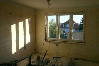 28.4.2012 - Nové okno v ložnici.