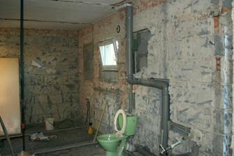 28.4.2012 - Zazděna okna z původní spíže a WC.