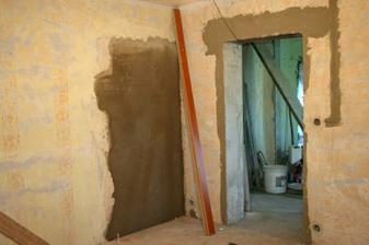 Zazděny původní dveře do ložnice.