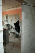 30.6.2012 - Pohled do kuchyně novými dveřmi.