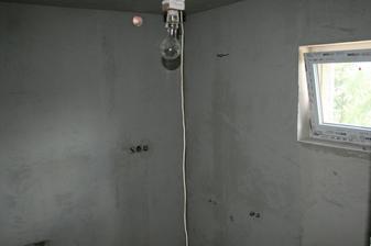 14.7.2012 - Pohled do rohu, kde bude umyv. skříňka-