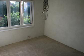 4.8.2012 - Vyklizená místnost. Čeká na malování.