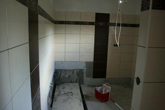 11.8.2012 - Sláááva, rýsuje se koupelna.