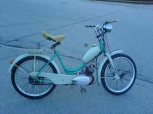 také mám své motokolo na motorkářskou svatbu...