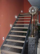 schodiště s ledkama