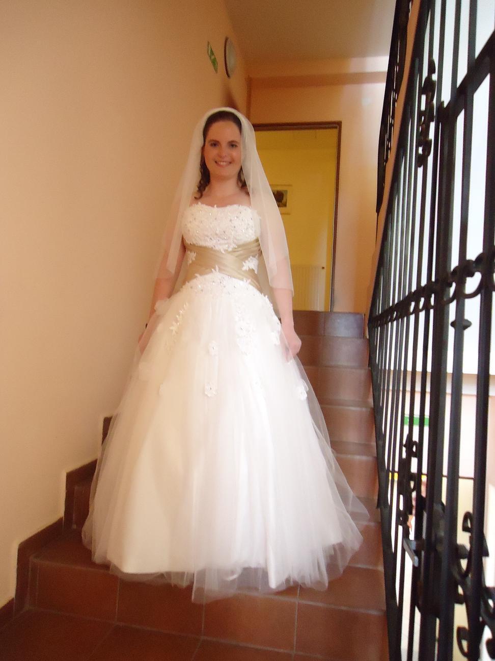 Romantické svatební šaty s kamínky - Obrázek č. 1