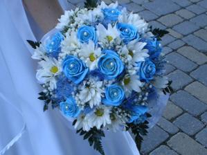 no keď nie, skúsime biele ruže a niečo modré do toho