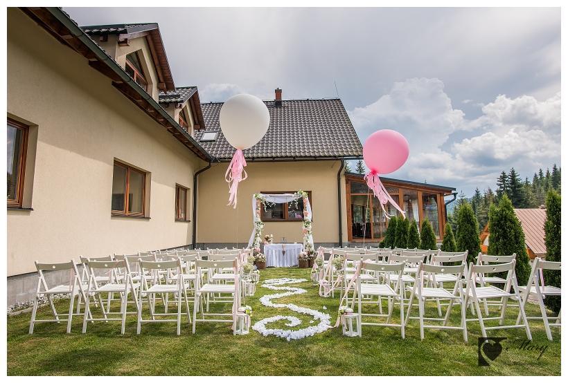 Skladacie stoličky pre svadbu na záhrade - Obrázok č. 3