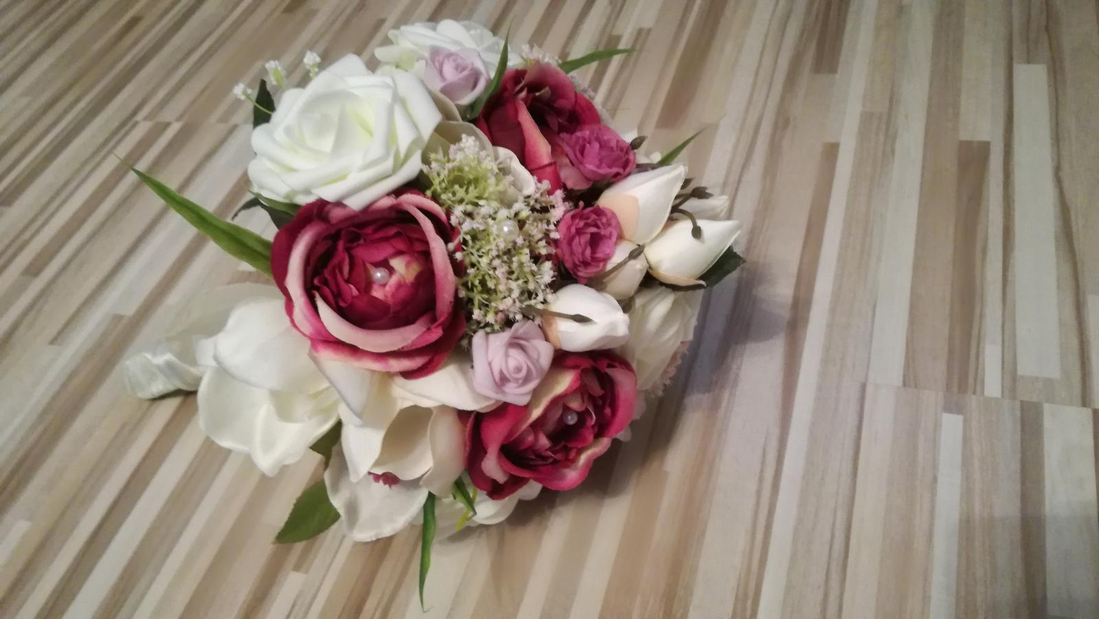 Svadobna kytica s pierkom pre ženícha - Obrázok č. 1