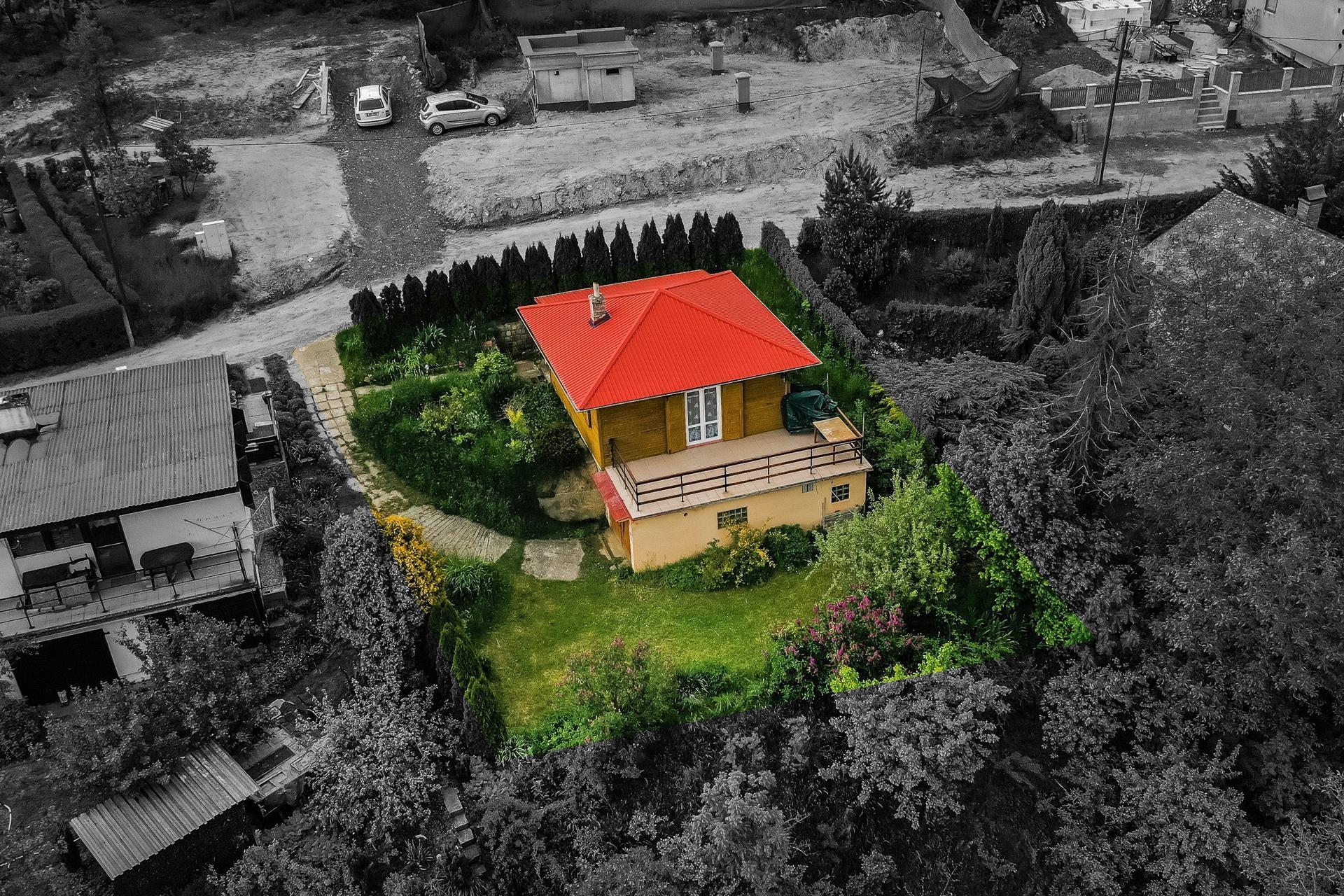 Chata - Košátky 2021 - Fotka makléře - správně by měl být barevně vyznačený ještě svah dolů