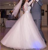 Svadobné šaty s dlhým čipkovaným rukávom, 36